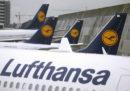 Lufthansa ha cancellato 800 voli per la giornata di domani a causa di uno sciopero
