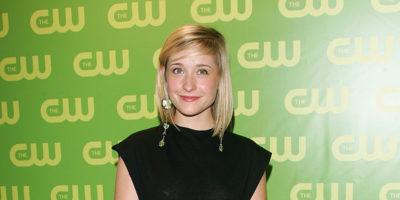 """L'attrice Allison Mack, cioè Chloe di """"Smallville"""", è accusata di traffico sessuale"""