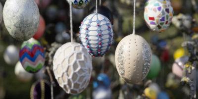 Che cos'è la Pasqua? E che c'entrano uova di cioccolato e conigli?