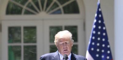 Trump ha sospeso di nuovo i dazi all'Europa