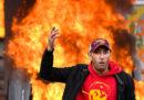 Le foto delle violenze durante il corteo del primo maggio a Parigi