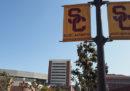 Almeno 100 donne hanno denunciato di aver subito abusi da un ex ginecologo della University of Southern California