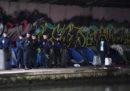 È iniziato lo smantellamento di un campo di migranti di Parigi in cui vivono circa 1.500 persone