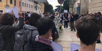 A Verona è stato annullato un convegno universitario sui migranti LGBT dopo le proteste dell'estrema destra