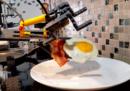 Un robot di LEGO che prepara la colazione