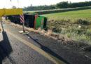Un bus della compagnia Flixbus è uscito di strada sulla A4, in provincia di Udine: ci sono 26 feriti