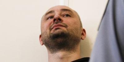 Fingere la morte del giornalista russo Arkady Babchenko è stato giusto?