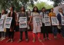 In India c'è un nuovo brutto caso di una ragazza stuprata e uccisa