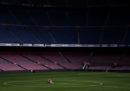 Le foto di Andrés Iniesta al Camp Nou, da solo, a piedi nudi
