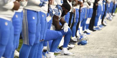 Le squadre della National Football League verranno multate se i loro giocatori si inginocchieranno durante l'inno
