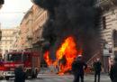 Le foto dell'autobus che ha preso fuoco nel centro di Roma