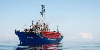 Migranti: la Lifeline a Malta. Muscat: 'Migranti in otto paesi, la nave sarà sequestrata'