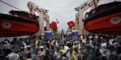 Salvini può davvero chiudere i porti ai migranti?