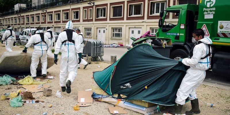 Parigi: evacuati più di 1000 migranti