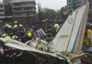 Un piccolo aereo è precipitato a Mumbai in India: ci sono almeno 5 morti