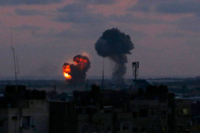 Gaza: 40 razzi su Israele, aviazione colpisce Striscia