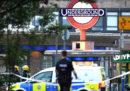 Cinque persone sono state ferite da una piccola esplosione nella stazione della metro di Southgate, a Londra