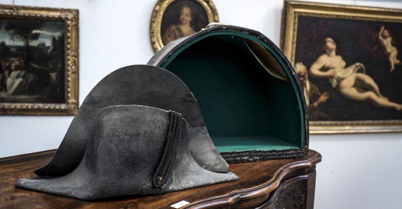 Il cappello di Napoleone raccolto sul campo di Waterloo 9bbab32cf176