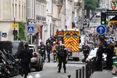 Uomo armato in centro a Parigi
