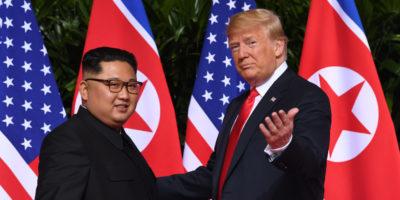 Foto e video dello storico incontro tra Donald Trump e Kim Jong-un