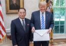 Donald Trump aveva detto di aver ricevuto una lettera molto bella da Kim Jong-un; otto minuti dopo ha detto di non averla ancora letta