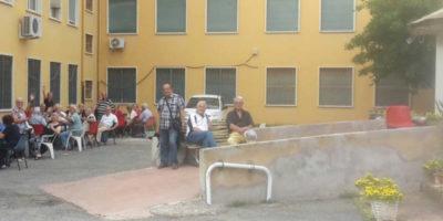 Un gruppo di anziani ha occupato un centro anziani di Roma
