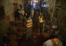 Dodici persone sono morte in un attacco suicida a Peshawar, in Pakistan