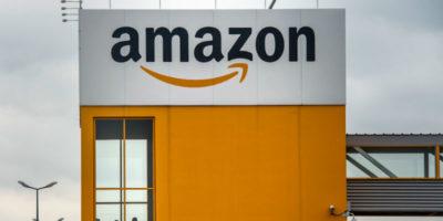 Amazon fa il 'postino' senza permesso, multa di 300mila euro