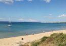 56 migranti sono stati soccorsi dai bagnanti in spiaggia a Isola Capo Rizzuto