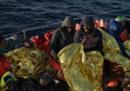 Ci sono 40 persone bloccate in mare da 12 giorni