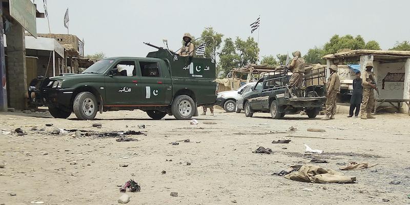 Pakistan, arrestato al rientro Nawaz Sharif. Attentato, almeno 85 morti
