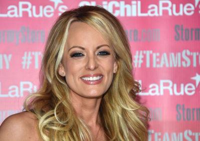 La pornostar Stormy Daniels, che aveva raccontato di aver avuto una relazione con Trump nel 2006, è stata arrestata in uno strip club in Ohio