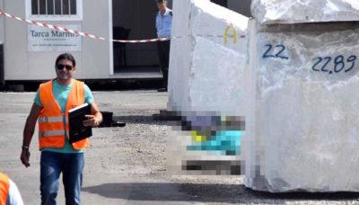 Un operaio è morto in un incidente in un deposito di blocchi di marmo a Carrara, in Toscana