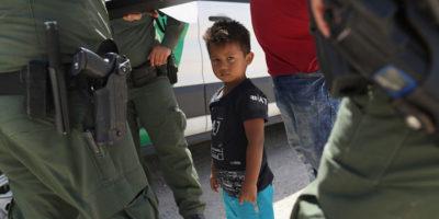Centinaia di migranti detenuti negli Stati Uniti saranno riuniti con i loro figli e rilasciati temporaneamente