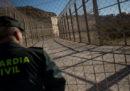 Quasi 600 migranti hanno superato la barriera che divide il Marocco dall'enclave spagnola di Ceuta