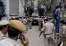 10 persone di una famiglia sono state trovate impiccate in un negozio di Delhi, in India