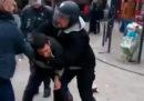 """La storia del """"collaboratore"""" di Macron che ha picchiato un manifestante"""