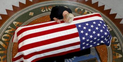 Le prime cerimonie per John McCain