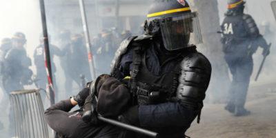 La polizia francese ha un problema con la violenza?