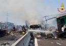 Un camion ha preso fuoco sull'A4, ci sono code tra Dalmine e Brembo, in provincia di Bergamo