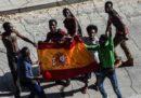 Più di 100 migranti hanno superato la barriera che divide il Marocco dall'enclave spagnola di Ceuta