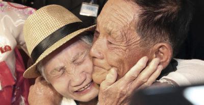 Le foto delle famiglie coreane riunite