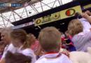 Allo stadio di Rotterdam sono piovuti peluche