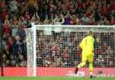 L'ovazione dei tifosi del Liverpool per Loris Karius al suo ritorno ad Anfield Road