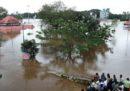 Almeno 37 persone sono morte per le alluvioni in Kerala, in India