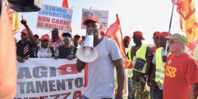 La protesta dei braccianti in Puglia