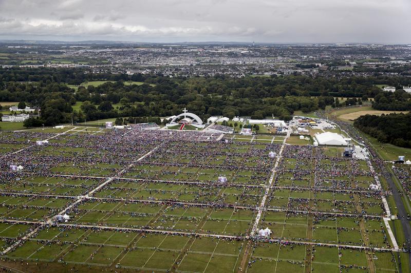 Scandalo abusi, il Papa in Irlanda: