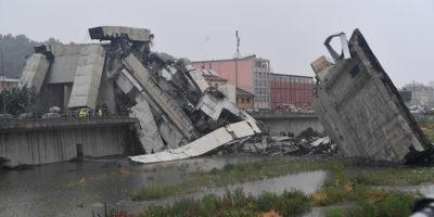 Foto e video del ponte Morandi, crollato a Genova