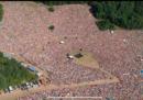 Il concerto di Jovanotti a RisorgiMarche, in un prato con migliaia di persone