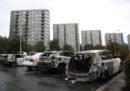 Tre persone sono state arrestate per l'incendio di decine di automobili in Svezia lunedì scorso